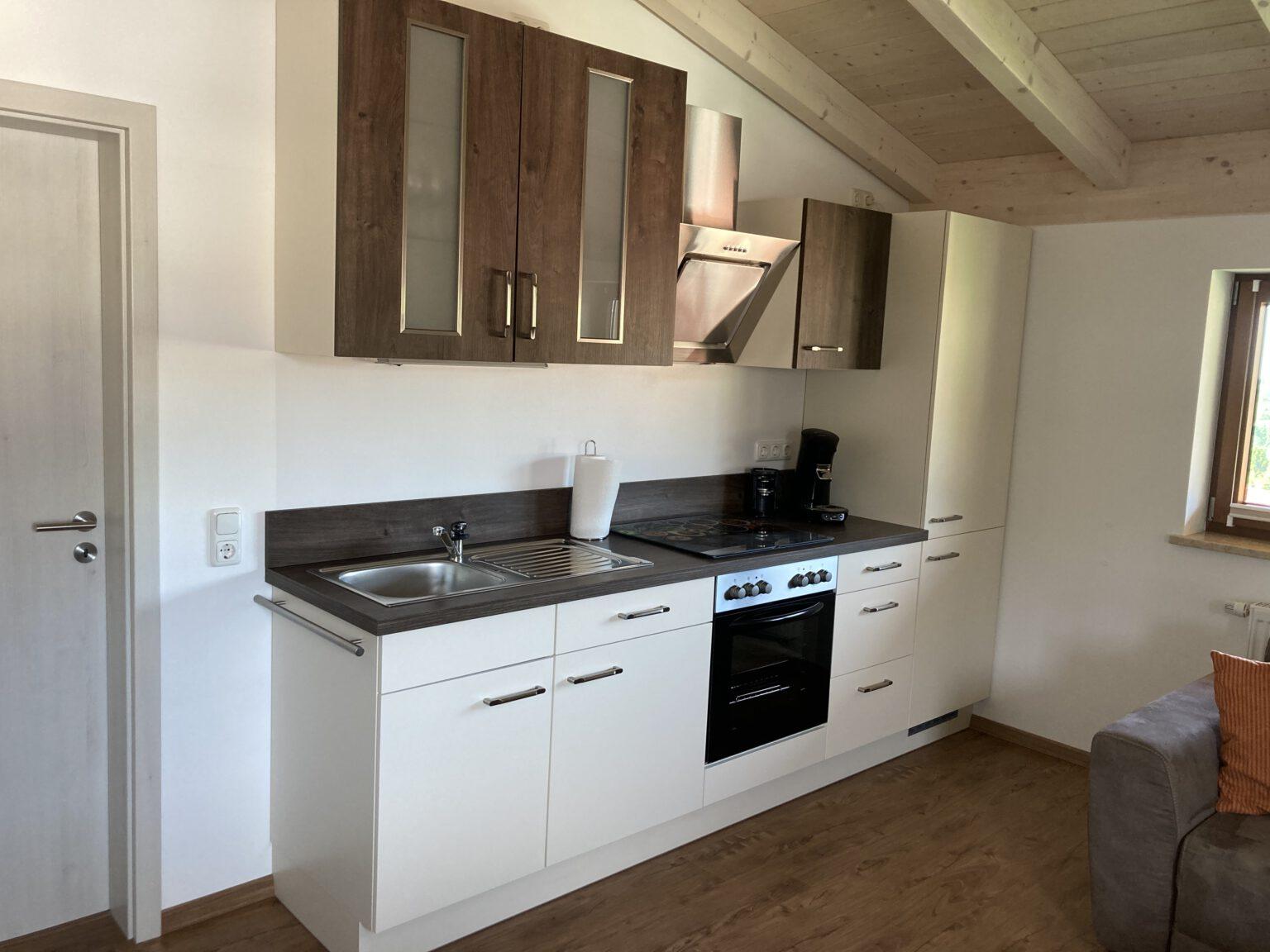 Küche in Ferienwohnung 1 mit Zugang zum Schlafzimmer, Ferienwohnungen Sankt Englmar