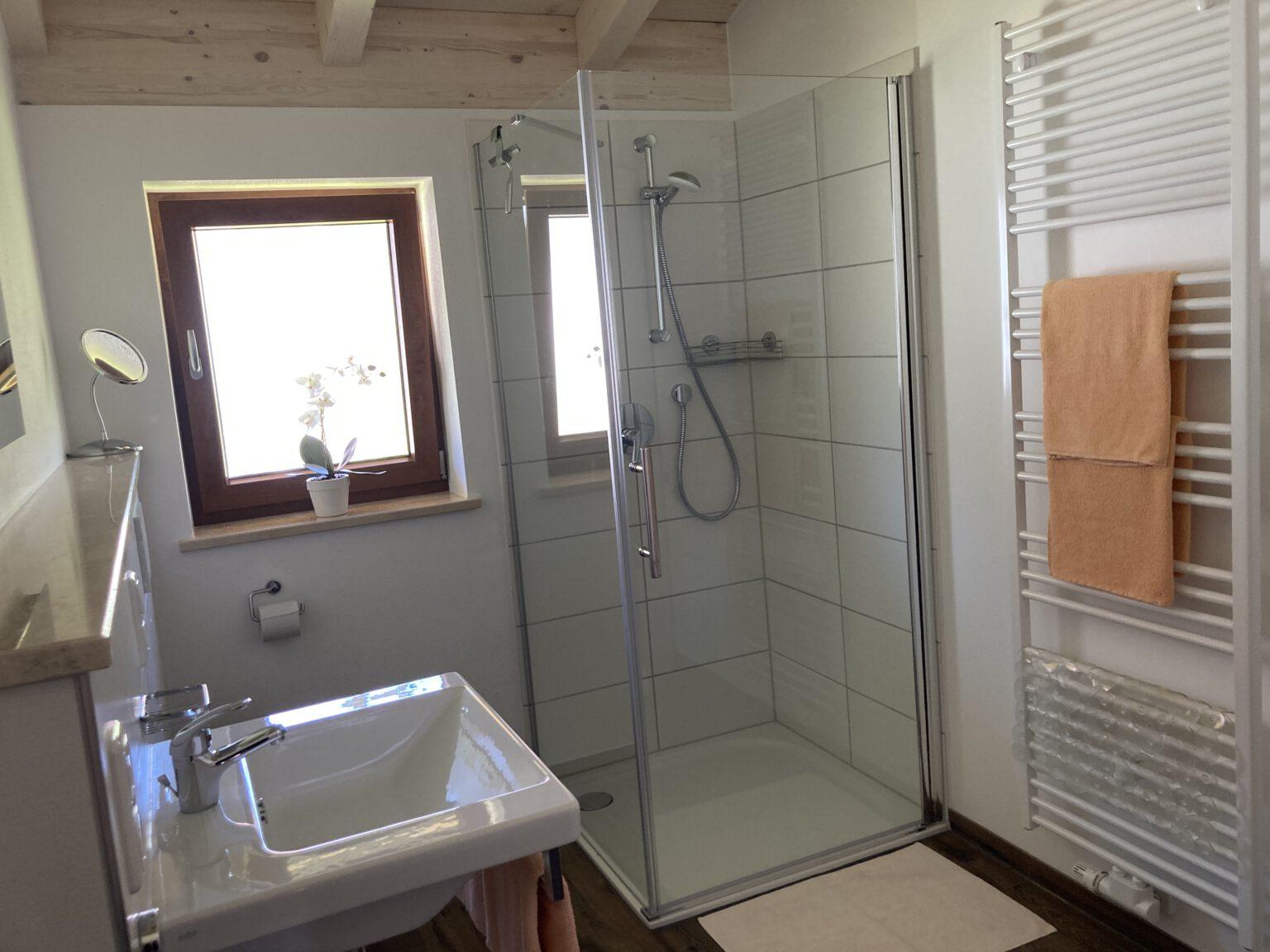 Dusche in Ferienwohnung 2