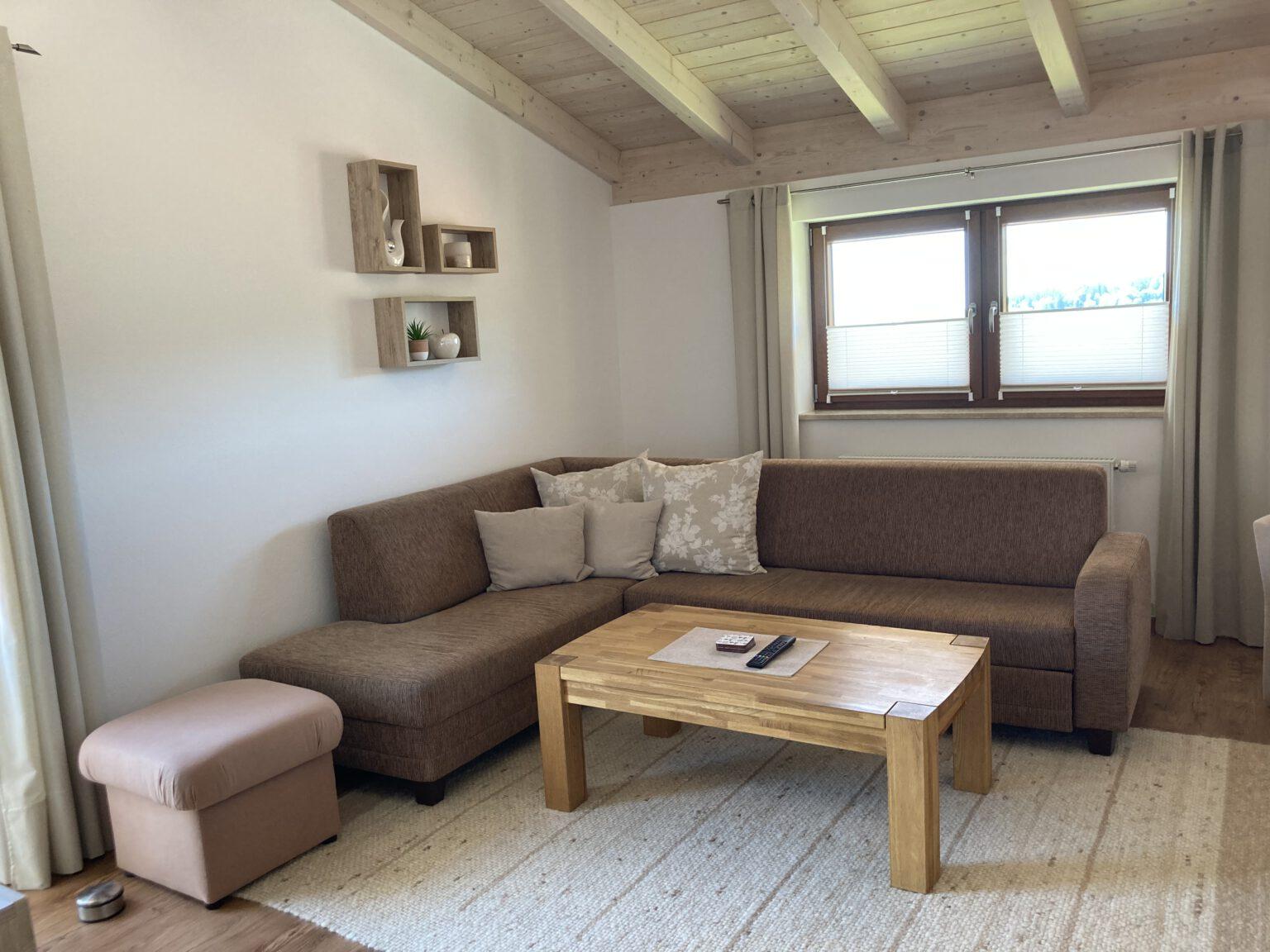 Wohnzimmer mit Schlafcouch in Ferienwohnung 2, Ferienwohnungen Sankt Englmar