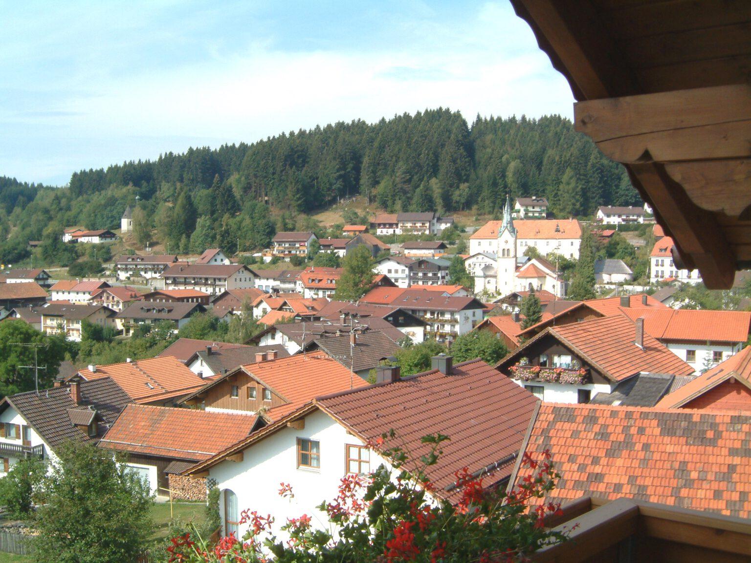 Ausblick in Richtung Dorf von Ferienwohnung 3, Ferienwohnungen Sankt Englmar
